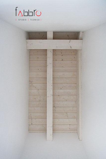 studio tecnico soffitto legno travi a vista legno chiaro abete